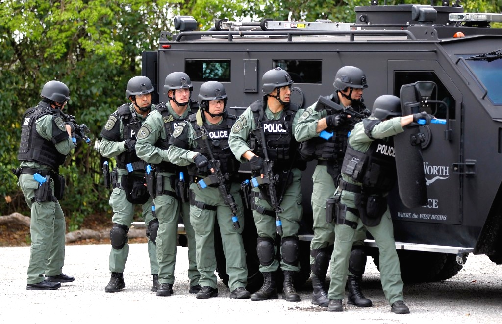 New Military Guns >> Cops Or Soldiers: Why Are Paramilitary SWAT Teams Now Everywhere? | Occupy.com