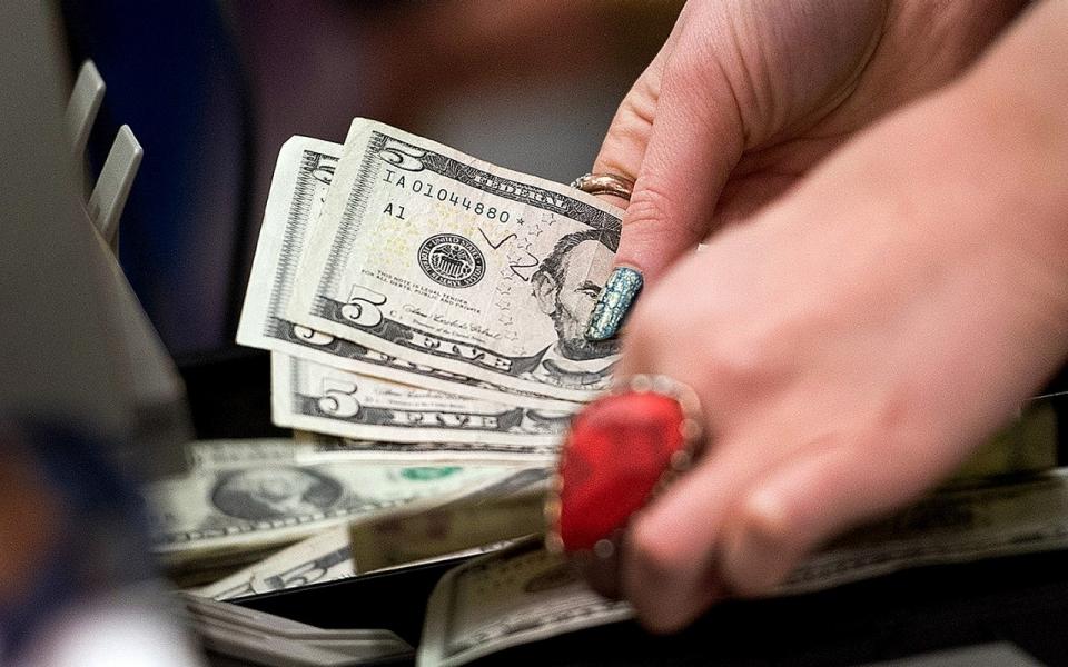 Hitting 15-Year Low, Average U S  Worker Last Year Made $27,500