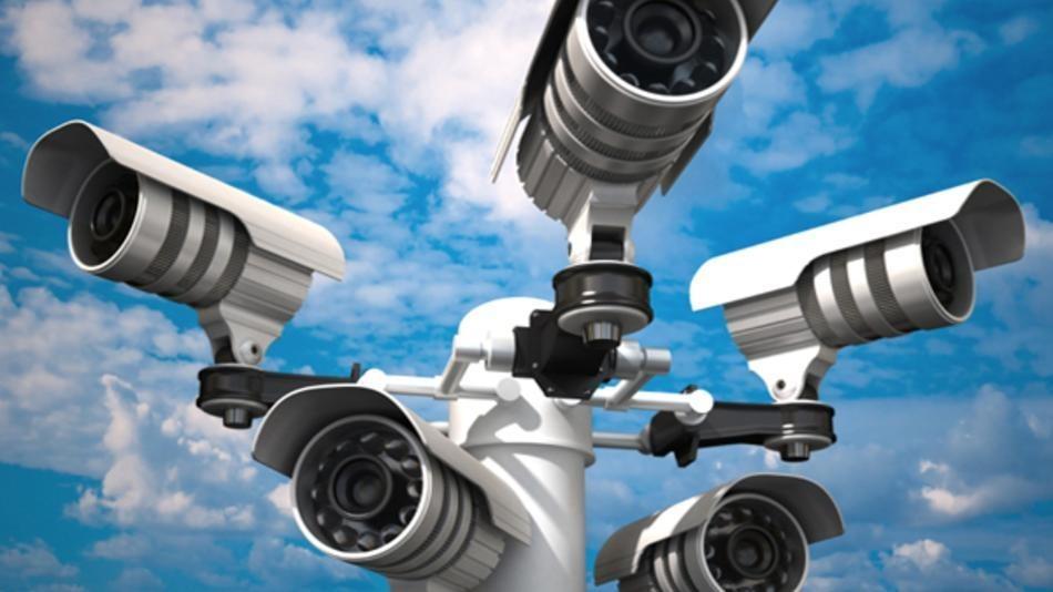 Решено, что сигнал с камер видеонаблюдения следует транслировать в дежурные