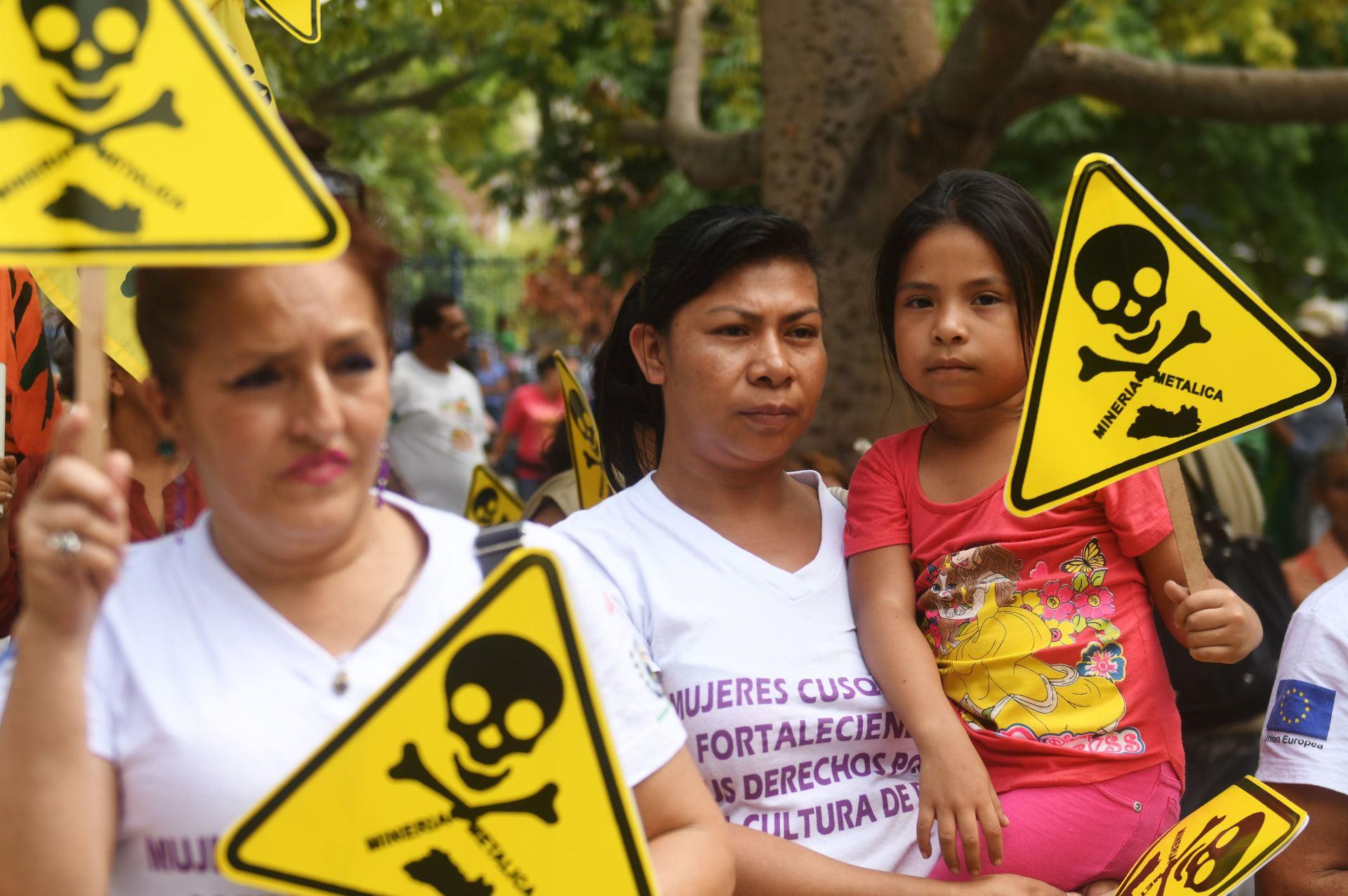 EL SALVADOR BANS MINING