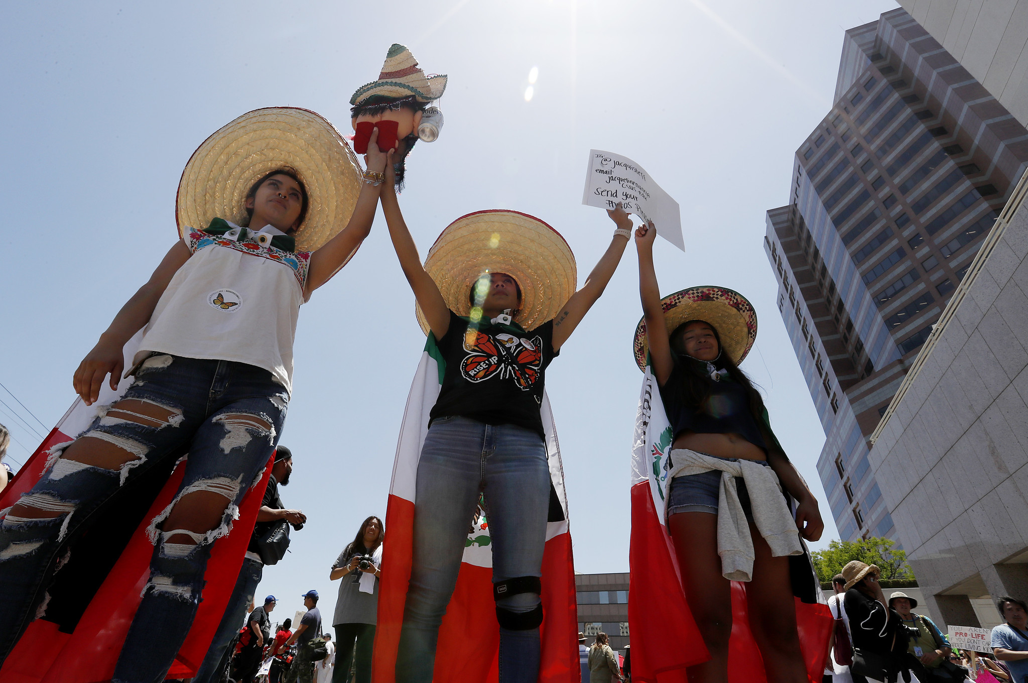 LOS ANGELES: Immigrants rights demonstrators gather outside the ICE detention facility. Luis Sinco / Los Angeles Times