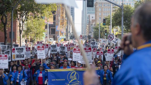 Hotel restaurant server, Agustin Medina Soto, leads the rally on Saturday, October 20, 2018. (Davíd Rodríguez/Special to S.F. Examiner)