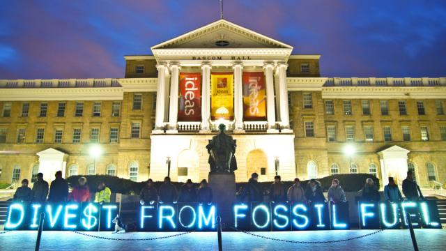 divestment movement, fossil fuel divestments, carbon emissions, coal divestments, oil divestments,
