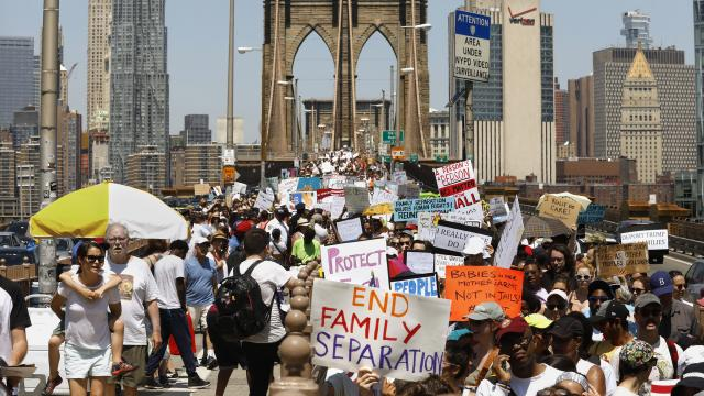 NEW YORK: Thousands march across the Brooklyn Bridge. Carolyn Cole / Los Angeles Times